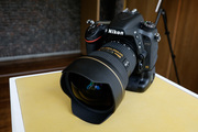 Nikon D4-Canon 5D Mark III