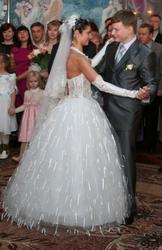 Продаю свадебное платье.Белого цвета.